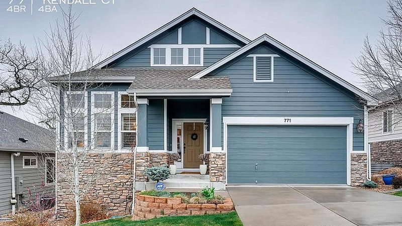 Elegant and Spacious Patio Home on Golf Course, holiday rental in Wheat Ridge