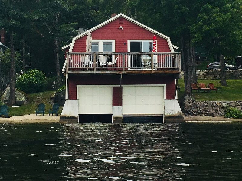 LAKE LIFE! Boat House with Mooring on Newfound Lake !, vacation rental in New Hampton