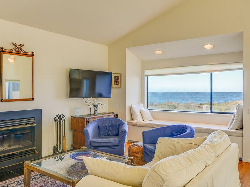 Neel Nirvana- Spacious Ocean Front Home with Private Deck on the Bluffs, alquiler de vacaciones en The Sea Ranch