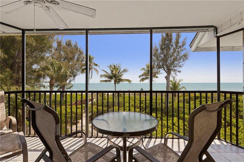 Pine Cove C: Sensational Gulf-Front Getaway in Quiet Complex, Great Location!, vacation rental in Sanibel