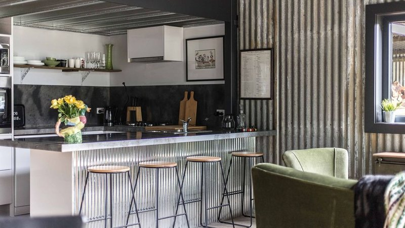 WATERSHED Robertson - a chic shed conversion, vacation rental in Robertson