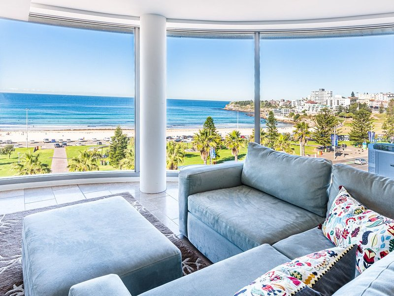 Ocean views and world class resort living on Bondi Beach, vacation rental in Bondi