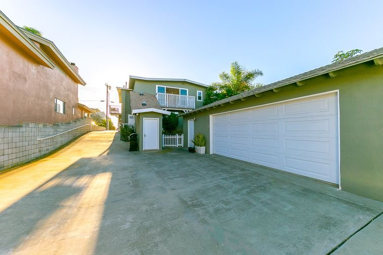 No garage parking. Shared 6 driveway parking spaces, & additional street parking if needed.