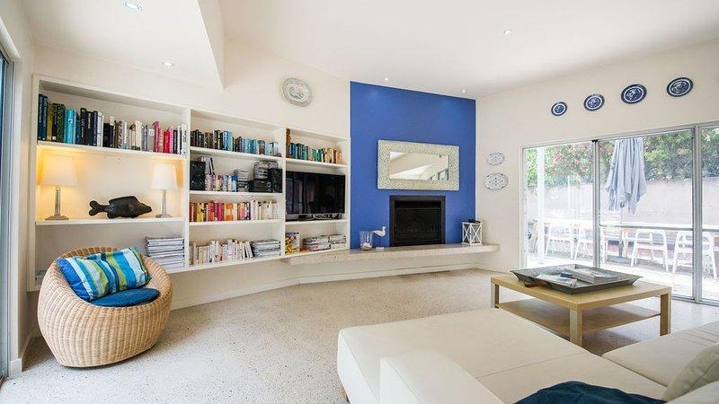 Indigo Blue - best spot in town!, casa vacanza a Vestaglia