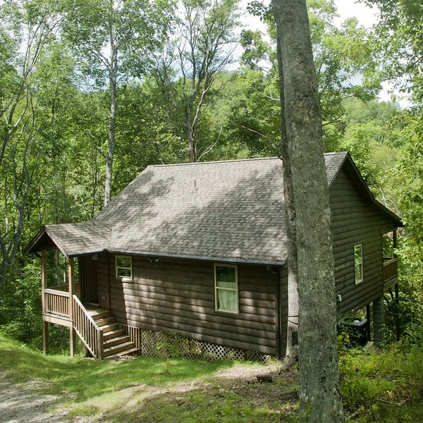 Take a Walk in the Woods, Hike to a Mountain Top, Dangle your feet in a stream., holiday rental in Topton