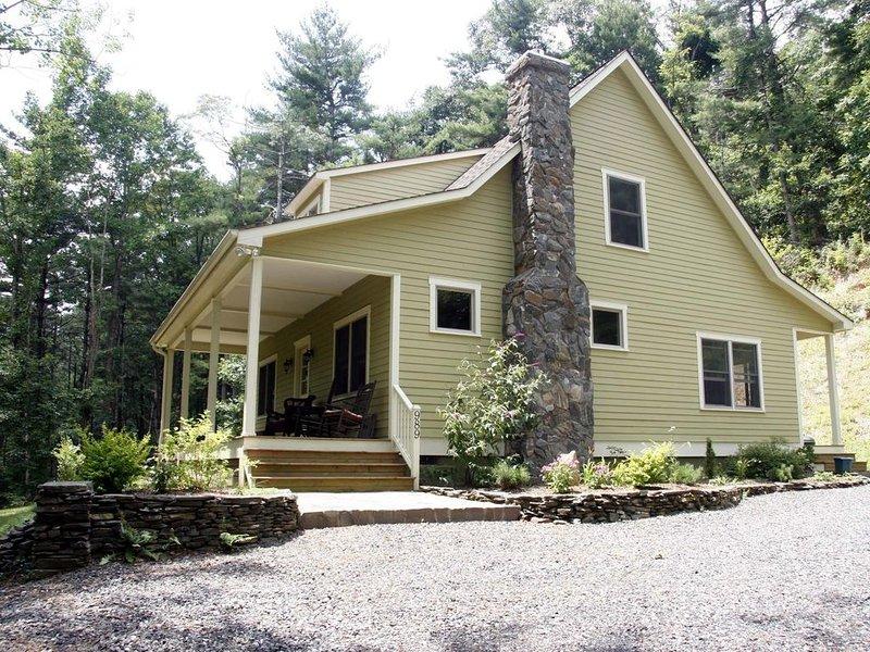 Beautiful Parkway Farmhouse near West Jefferson, Boone, Blowing Rock, vacation rental in Laurel Springs