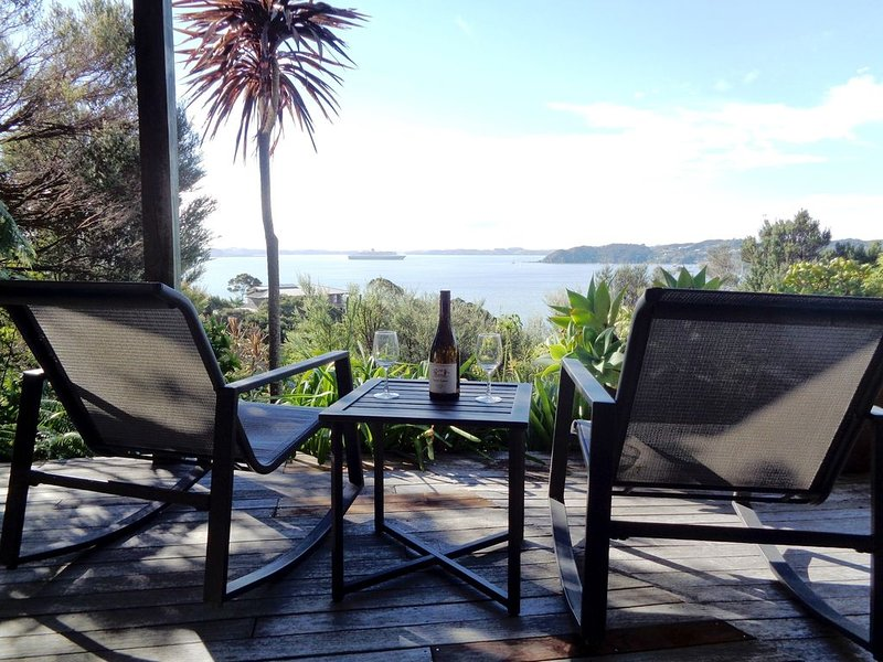 Holiday flat with stunning views towards Russell, location de vacances à Bay of Islands