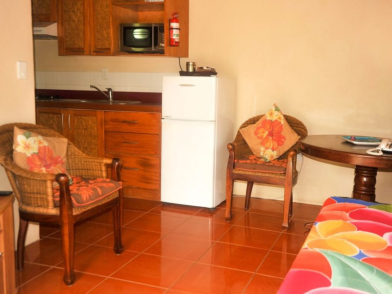 Dorothy's Muri Beach Bungalows - Stacey, holiday rental in Muri