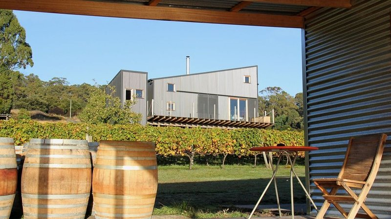 Tamar Valley Vineyard Retreat, holiday rental in Rosevears