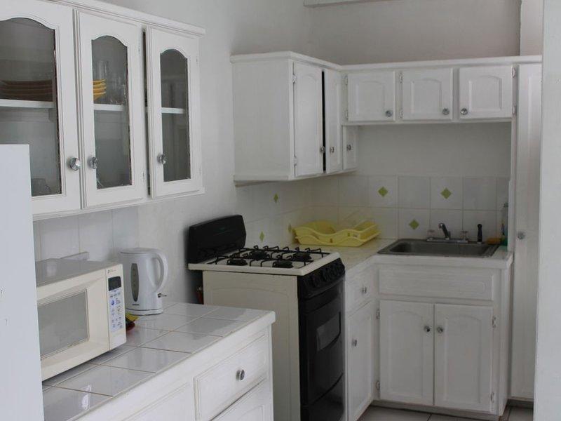 Cozy Apartments close to beach, bars and restaurants, location de vacances à Rodney Bay