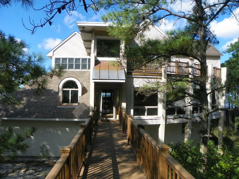 DUNE BRIDGE-Breathtaking Bay & Sunset Views From The Deck and Almost Every Room. – semesterbostad i Cape Charles