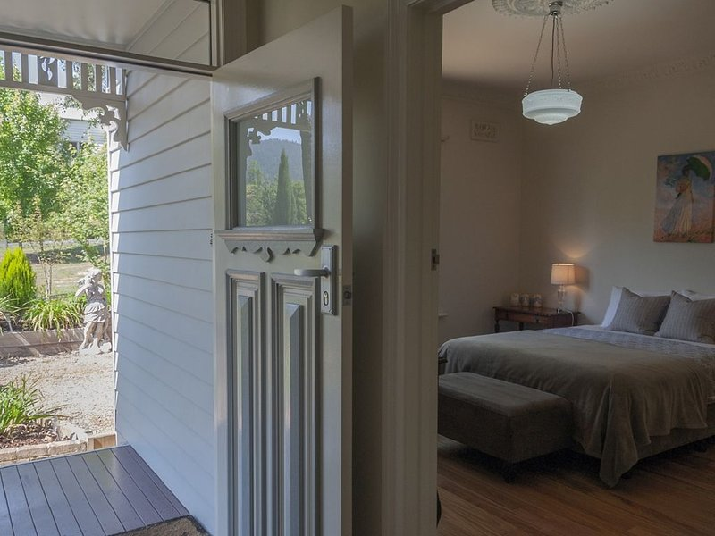 Stunning and central location with amazing mountain views – semesterbostad i Narbethong
