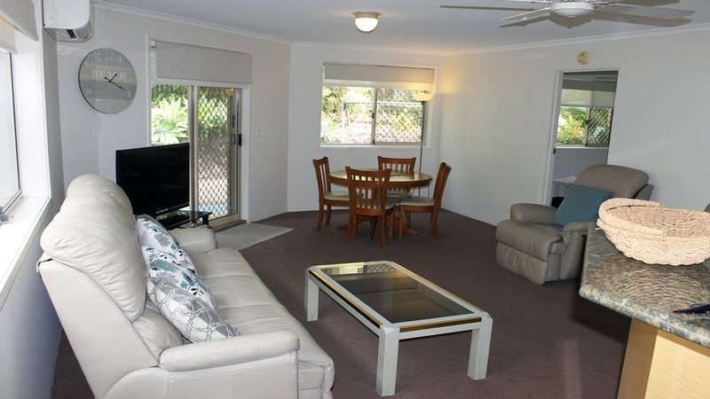Quiet Complex, Close to James St Burleigh, location de vacances à Varsity Lakes