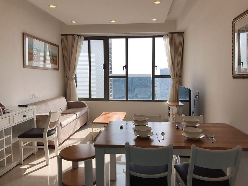 Retreat in the nice and relaxed apt* 3 mins to Ben Thanh Market*Rooftop Garden, vacation rental in Dong Nai Province
