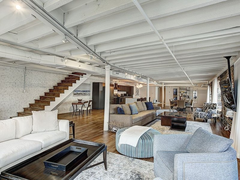 UPSCALE 4 Bedrooms 3.5Bath Old Port Penthouse On Saint Paul and Saint Sulpice, vacation rental in Montreal