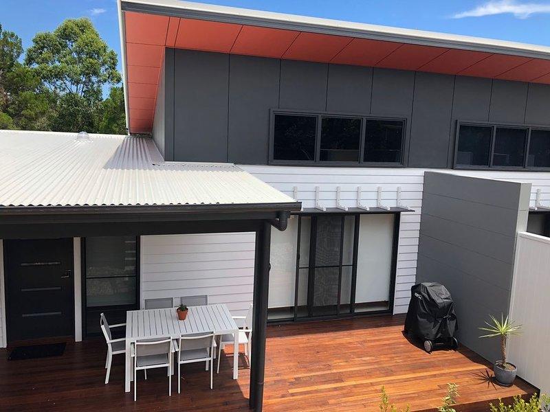 Acacia - Light, Sleek and Spacious, holiday rental in Noosa Heads
