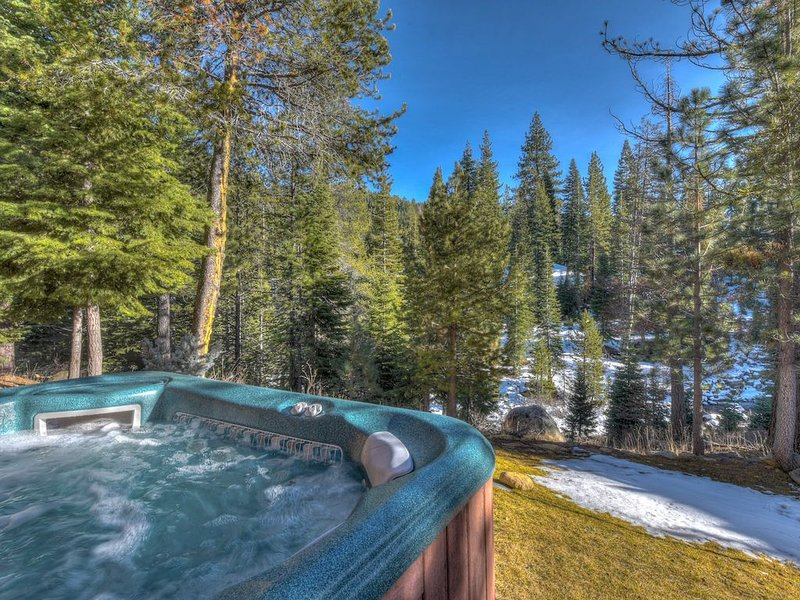 Luxury Home with Olympic Valley Views, Hot Tub, Game Room, Pet Friendly, alquiler de vacaciones en Olympic Valley