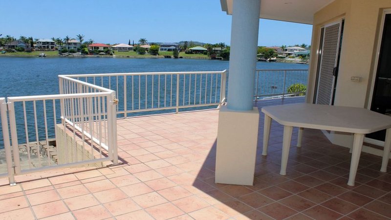 Canal Views at Varsity Lakes, large family home, location de vacances à Varsity Lakes