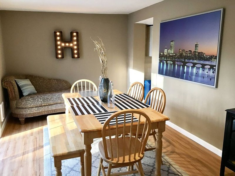 ~*Pet Friendly 30min to Downtown*~ THE BOSTONIAN, holiday rental in Weymouth