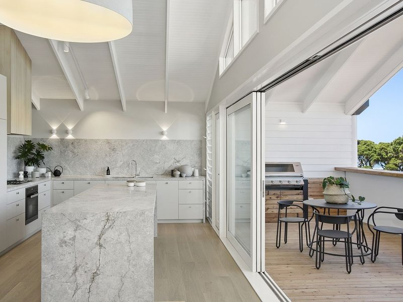 Beach Front Penthouse, casa vacanza a Point Lonsdale