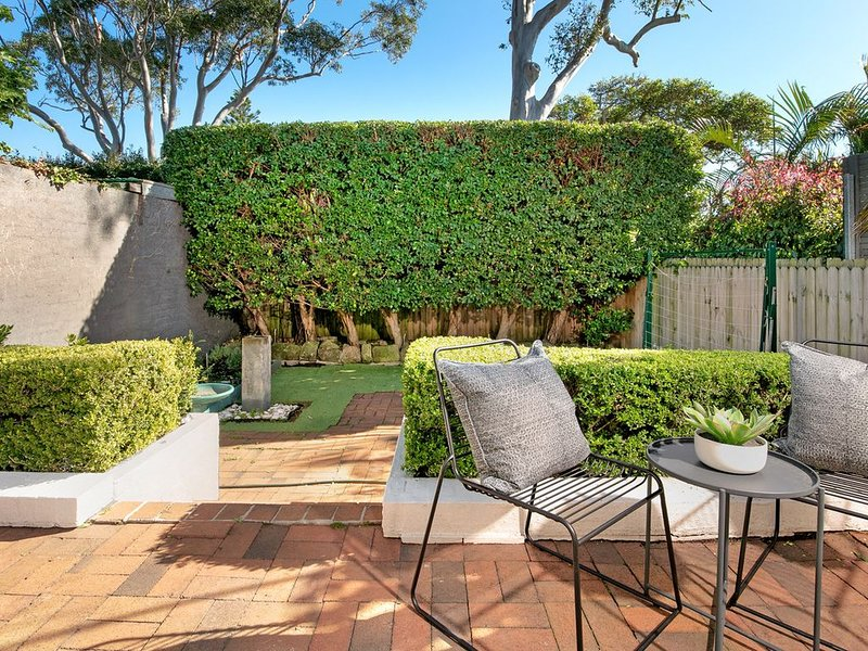 Peaceful and sunny home in manly   - pet friendly - on approval, holiday rental in Manly