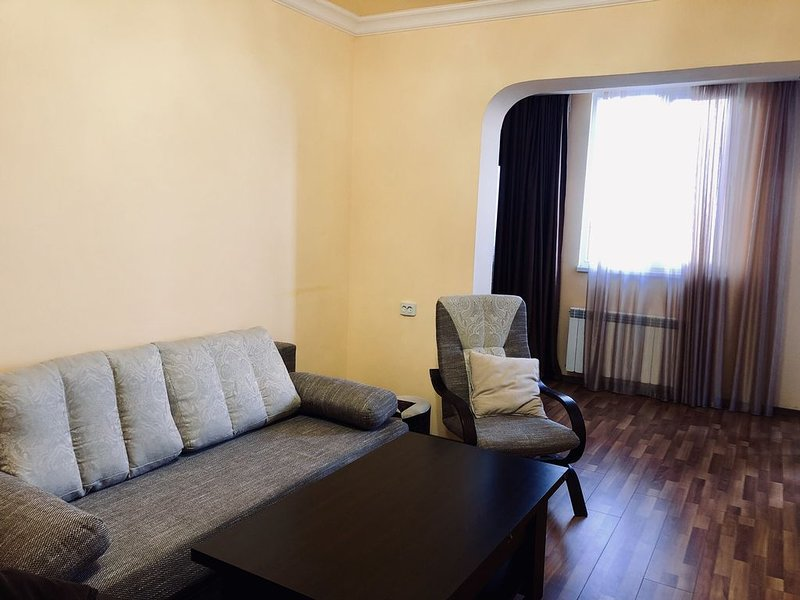 Modern condo with view of mount Ararat!, location de vacances à Parakar