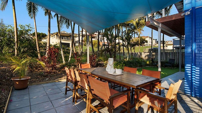 Moorings B Beautiful holiday property in the heart of town. Linen provided, vacation rental in Yamba
