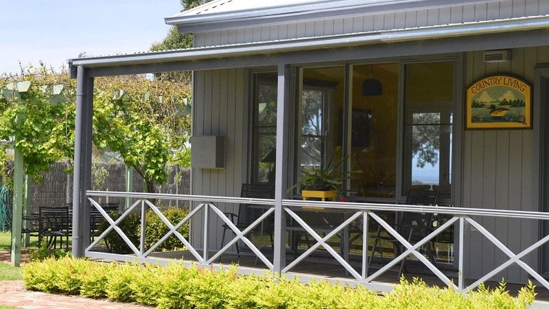 Lighthouse Olive Oil Cottage - Farm Stay, vacation rental in Indented Head