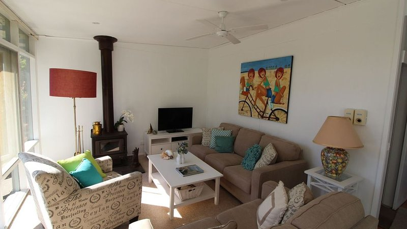 Somers from the treetops - 200m to the beach, holiday rental in Somers