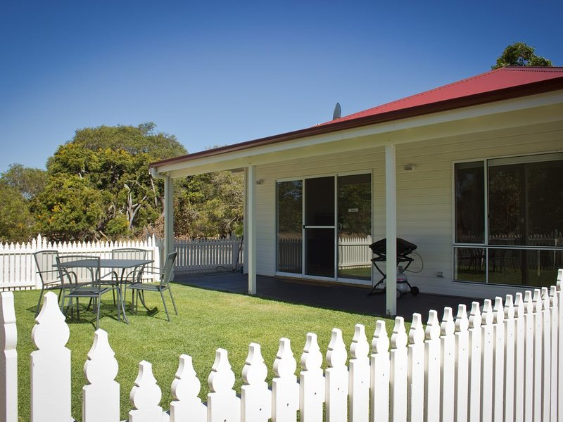 Sapphire Chalets Augusta, holiday rental in Karridale
