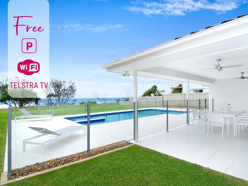 Designer 5 Bedroom Beachfront in Tugun!, vacation rental in Tugun
