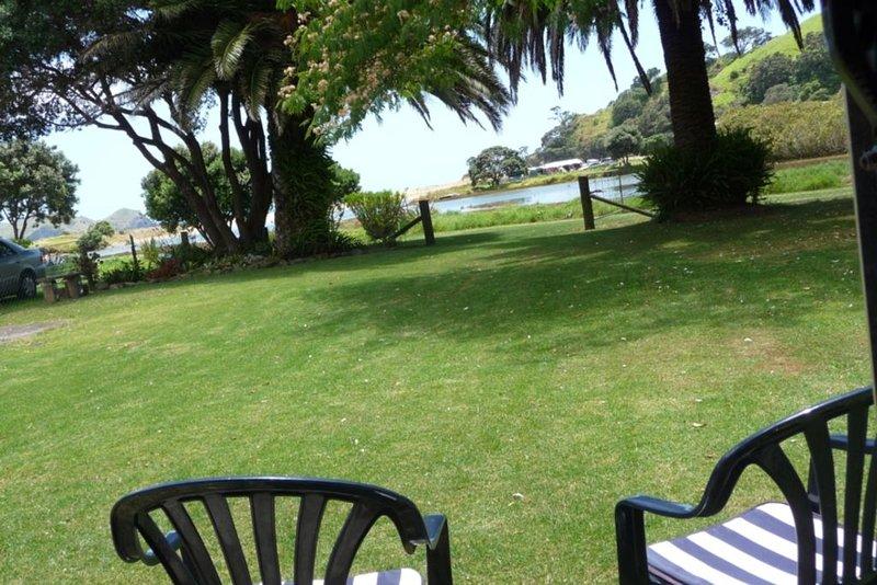 TWIN PAHOOTZ PALMS 58C TaurangaBay Beach NORTHLAND, holiday rental in Mangonui