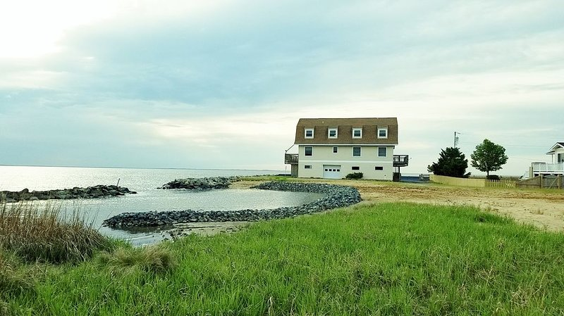 Waterfront, Water All Around, Peaceful Family Getaway, holiday rental in Calvert County