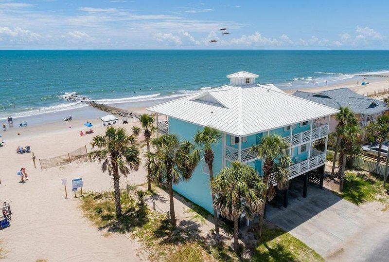 Oceanfront Showplace - the Island Manor, aluguéis de temporada em Edisto Beach