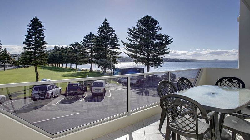 Tasman Beachside Apartment 2, holiday rental in Port Lincoln