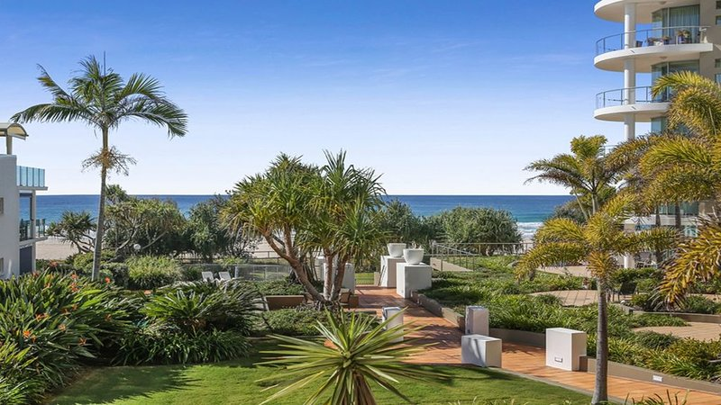Beach Front Luxury at Palm Springs, holiday rental in Tallebudgera