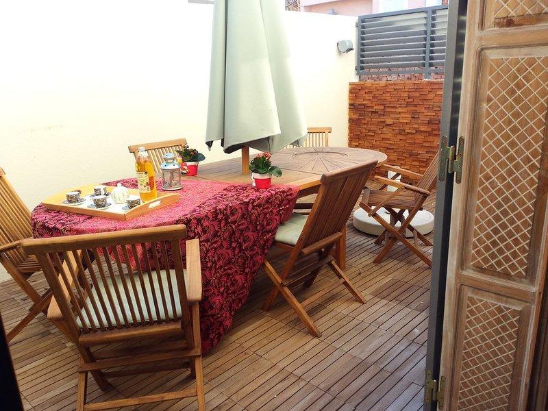 Unique house at the heart of Provence 1km to beach with 18 m2 terrace barbecue, location de vacances à Port-de-Bouc