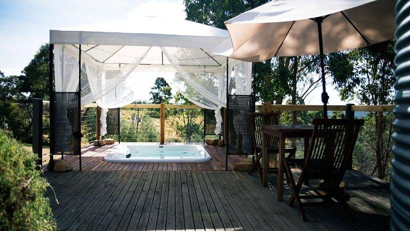 Avalon private spa villa - idyllic couples getaway, vacation rental in Hepburn Springs