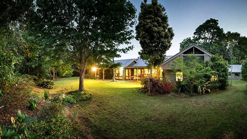 Country Homestead set in the Rainforest, alquiler vacacional en Mount Glorious