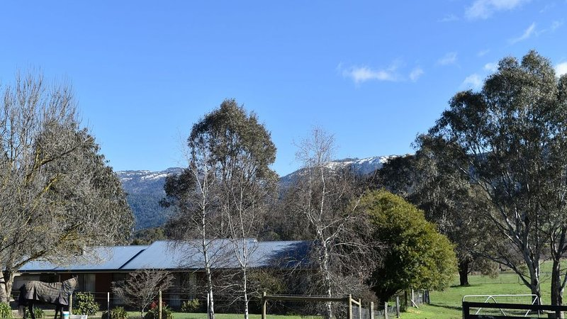 Spacious farmhouse on the rail trail with stunning views, holiday rental in Stanley