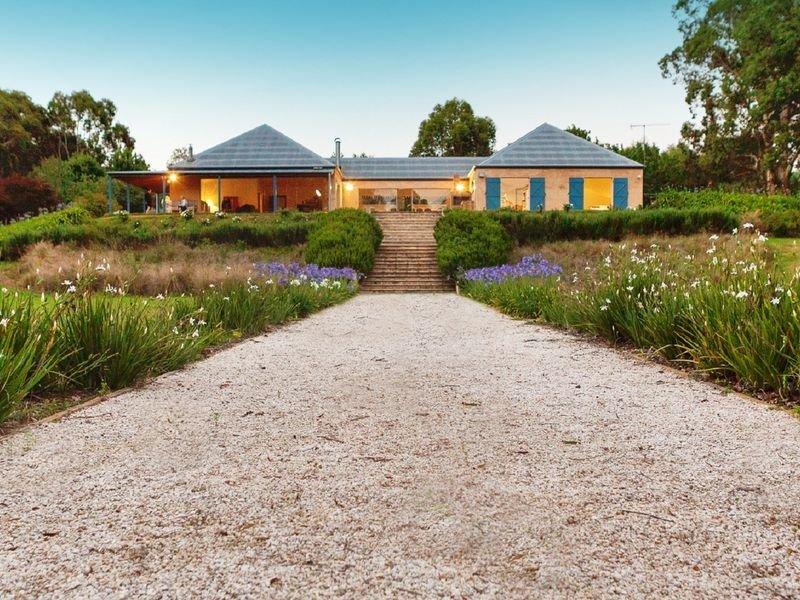 Bundanoon Lakehouse - A stunning farmhouse, casa vacanza a Bundanoon