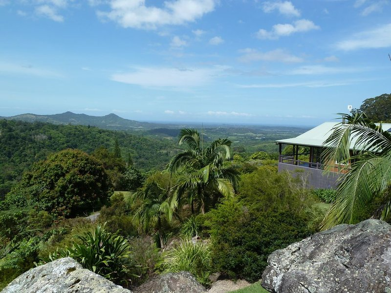 CLOGHEEN COTTAGE  Stunning Mountain and Ocean Views in the Byron Bay Hinterland, vacation rental in Wilsons Creek