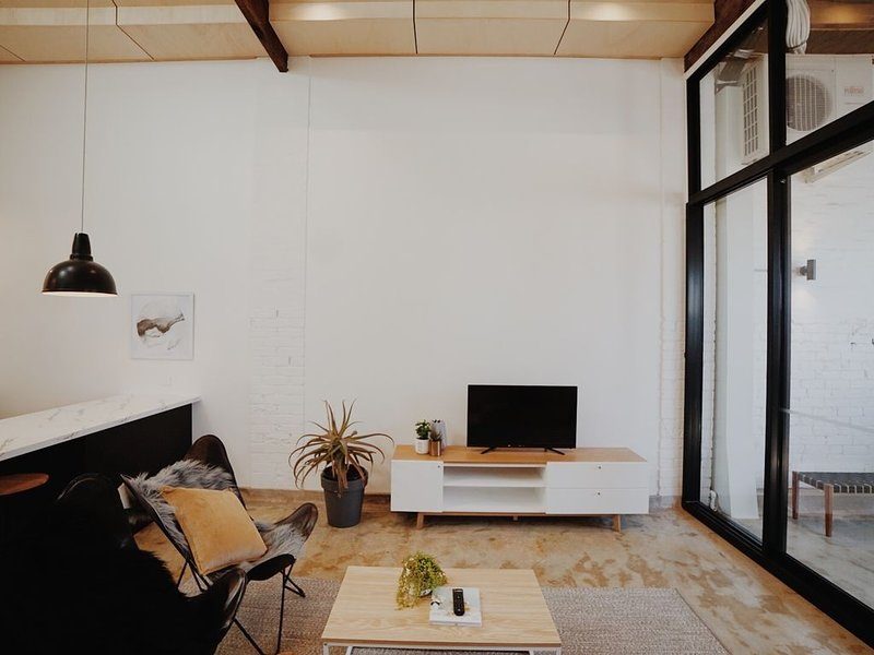 The Warehouse Apt2 - Geelong CBD, holiday rental in North Geelong