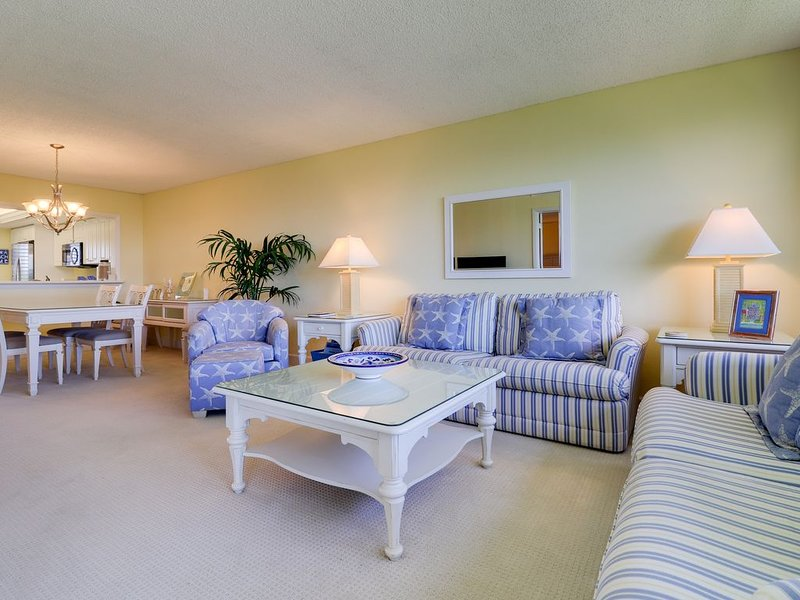 Loggerhead Cay #314: Stunning East End Condo Steps to Sanibel Beaches!, vacation rental in Sanibel