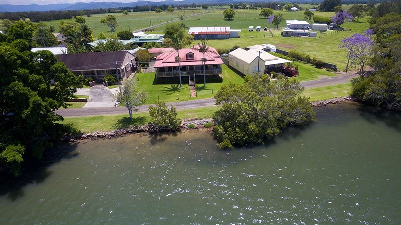 Cranford Waterfront Cottage, holiday rental in Taree