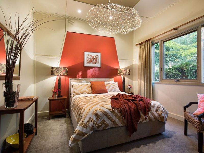 Retro Styled Garden Villa -Walk to Lake Daylesford, alquiler de vacaciones en Eganstown