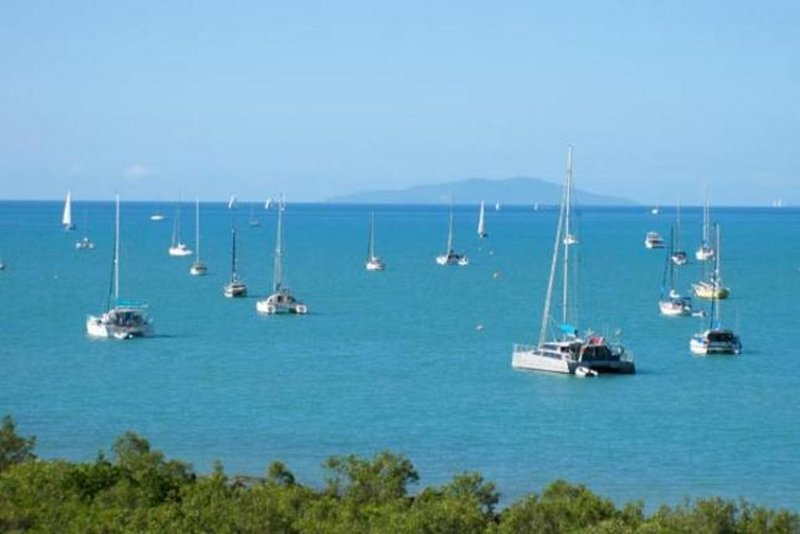 Airlie Bay Townhouse, holiday rental in Flametree