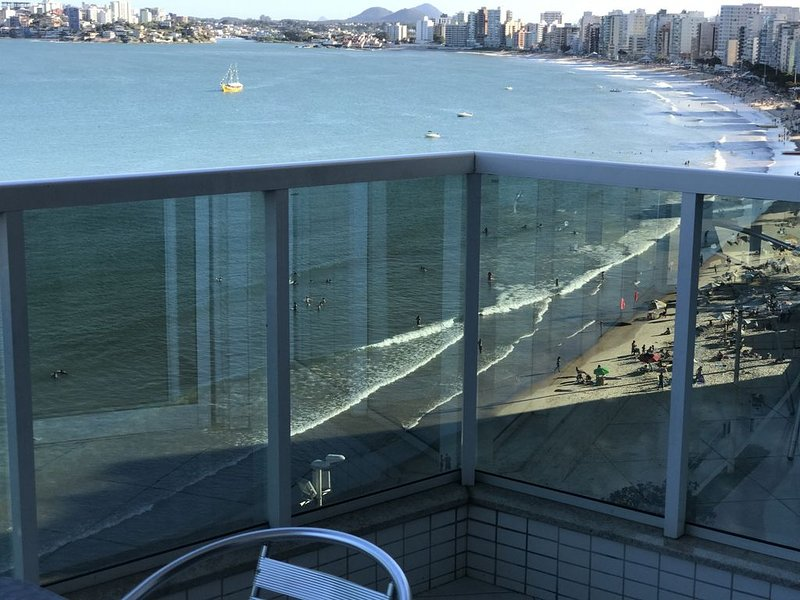 Ap 702A varanda frente Av Beira Mar 988 Praia d Morro 3 quartos 3 banhos 2 garag, location de vacances à Alfredo Chaves