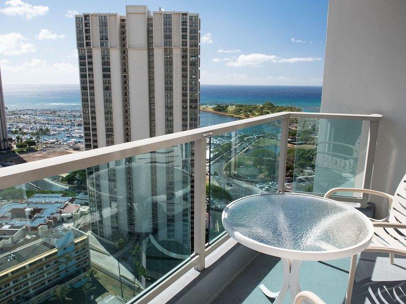Great Hotel Type Ocean View! Enjoy Ala Moan in High Floor!! (AH9), holiday rental in Aiea