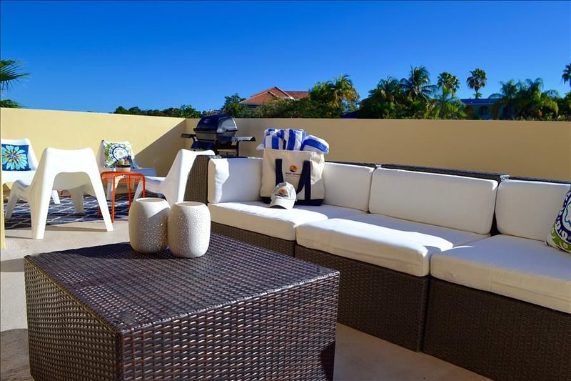 Villa Primera | Private Rooftop with Grill and Hammock | Sleeps 6, location de vacances à Humacao